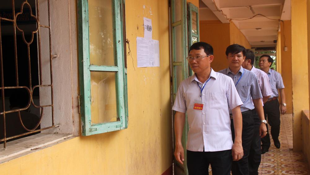 Phó Chủ tịch UBND tỉnh Lê Ánh Dương kiểm tra tại một số điểm thi